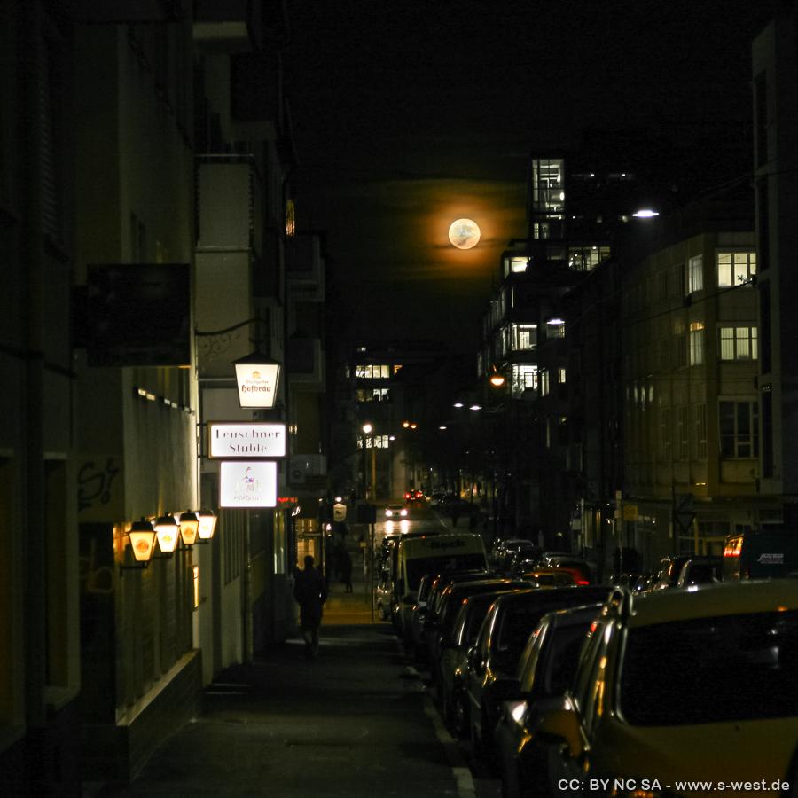 Vollmond, gesehen von der Leuschnerstrasse